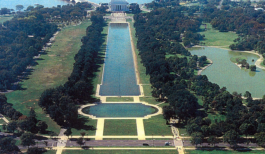Wwii memorial in the media the controversy national for Pool design washington dc